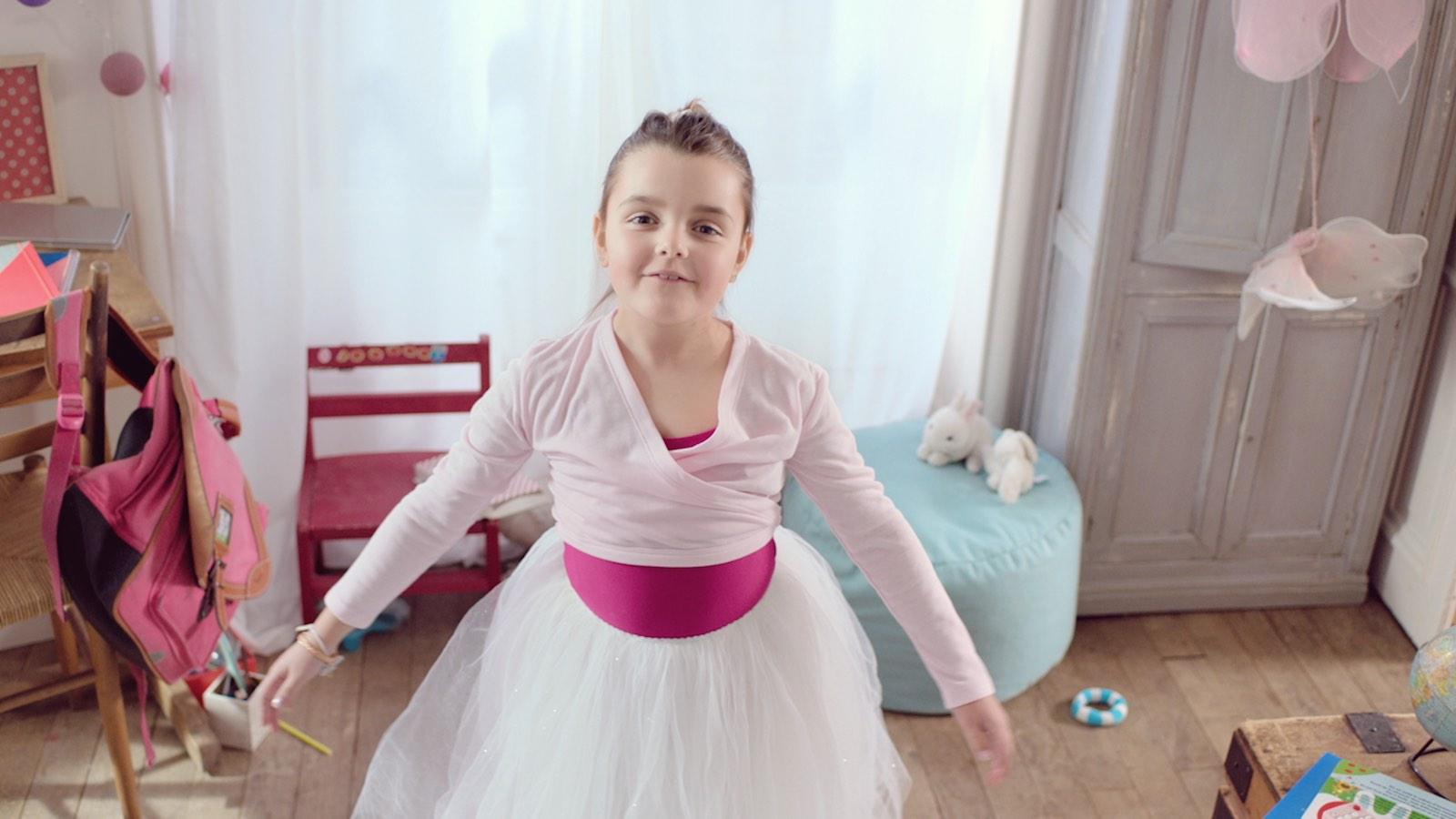 XL Airways Notchup spot TV la petite danseuse